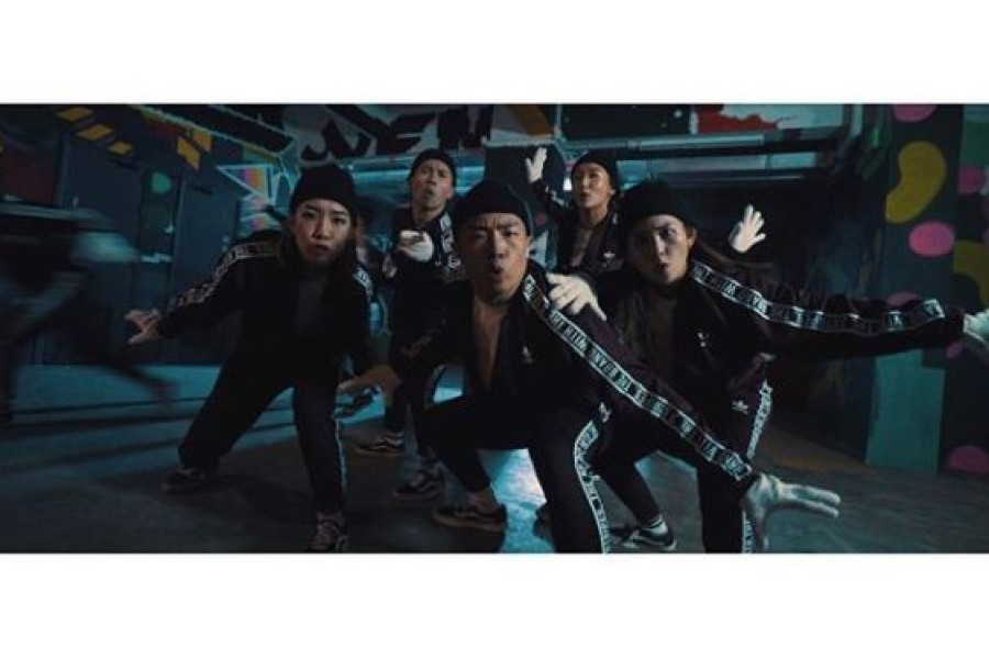 Supporting Local Community : <br> Chestnuts Dance Crew